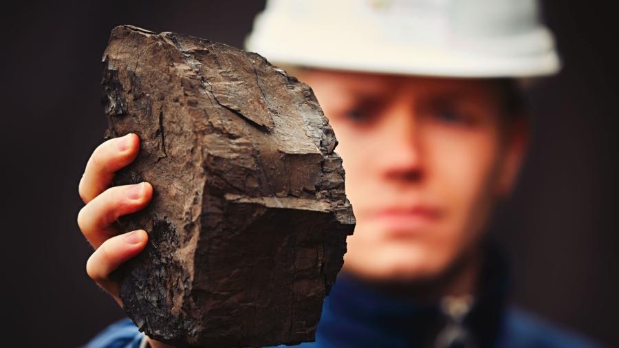 worker-in-coal-mine-PUP7UJG-min